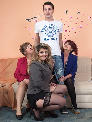 Moms Reverse Gangbang Porn Pictures