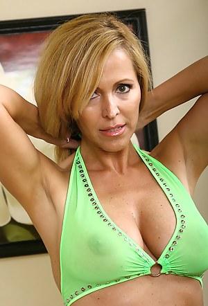 Bikini Moms Porn Pictures