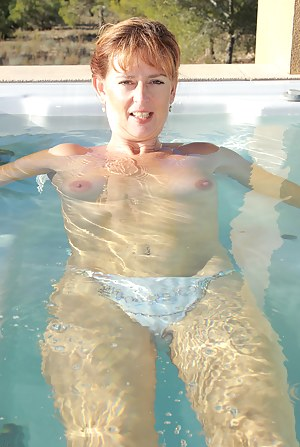 Moms Pool Porn Pictures