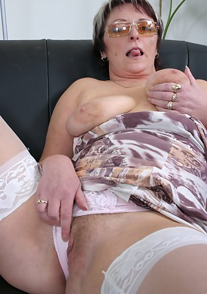 Moms Tongue Porn Pictures