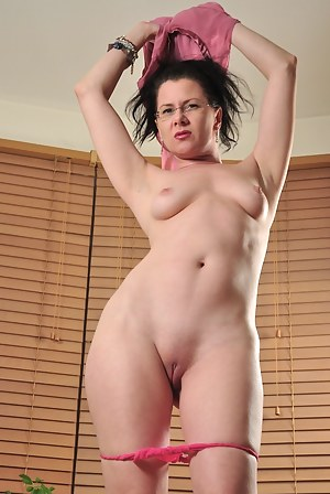 Moms Shaved Pussy Porn Pictures